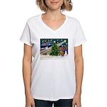 Xmas Magic & Vizsla Women's V-Neck T-Shirt
