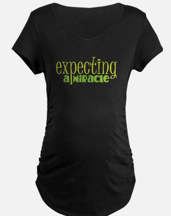 Expecting a miracle GREEN Maternity T-Shirt