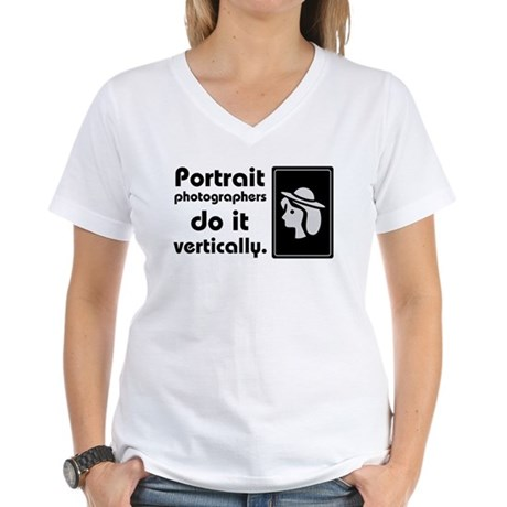 Portrait photographers do it Women's V-Neck T-Shir