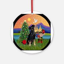 Min Pin Christmas Fantasy Keepsake (Round)