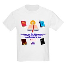 Bibles with Matthew 5:9 Quote Kids T-Shirt