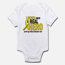 Never Knew A Hero 2 GOLD (Niece) Infant Bodysuit