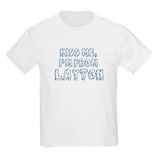 Kiss me: Layton T-Shirt