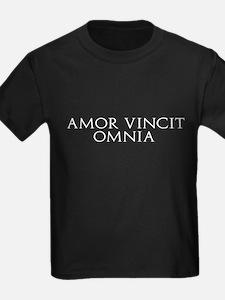 Amor Vincit Omnia T