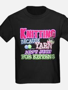 Knitting Kitten T