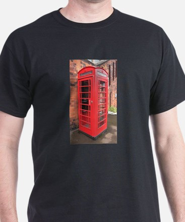 red phone call box london T-Shirt