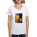 Cafe / Flat Coated Retriever Women's V-Neck T-Shir