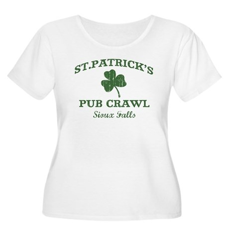 Sioux Falls pub crawl Women's Plus Size Scoop Neck