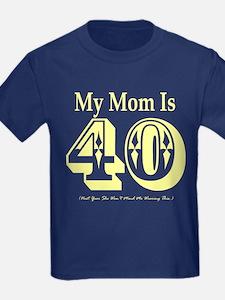 mom 40 y T-Shirt