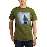 Sailing On a Boat Organic Men's T-Shirt (dark)