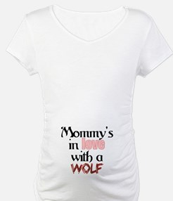 Mommys in love with a wolf Twilight Maternity Tee