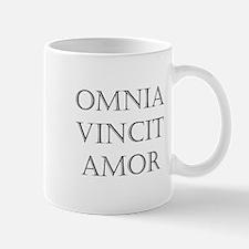 omnia vincit amor Mug