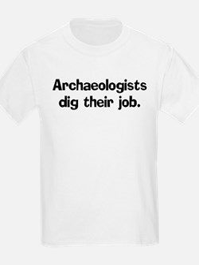 Archeologists dig their job Kids T-Shirt