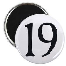 """""""19"""" v.2 (b/w) Magnet"""
