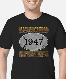 Manufactured 1947 Men's Fitted T-Shirt (dark)