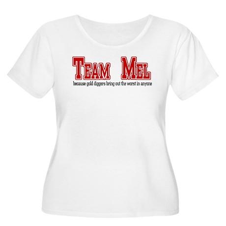 Team Mel Women's Plus Size Scoop Neck T-Shirt