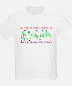 """My Mommy saves lives!"" Kids T-Shirt"