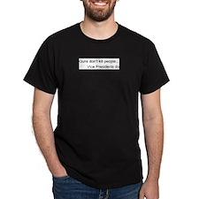 Guns don't kill people Black T-Shirt