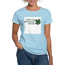 kiss my blarney stone Women's Pink T-Shirt