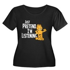Just Pretend Women's Plus Size Scoop Black T-Shirt