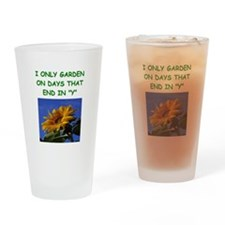 gardening joke Pint Glass