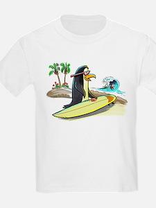 PeNgUiN SuFeRs Kids T-Shirt