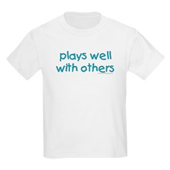 Plays well with others Kids T-Shirt