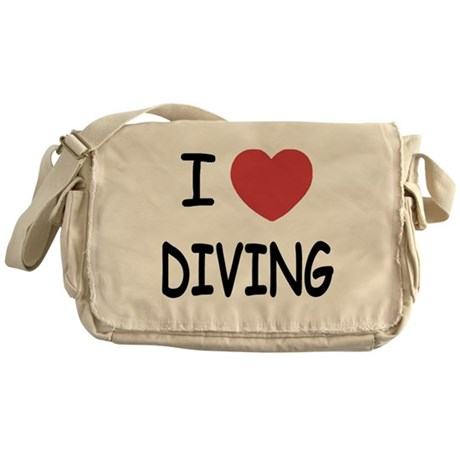 I heart diving Messenger Bag