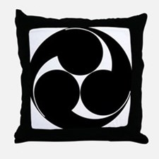 Hidari mitsu tomoe Throw Pillow
