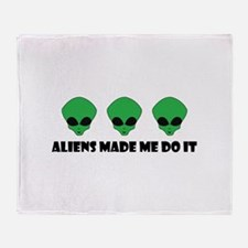 Aliens made me do it Throw Blanket