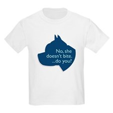 SHE doesn't bite! Kids T-Shirt