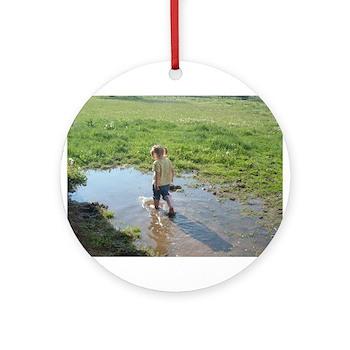 Girl splashing Ornament (Round)
