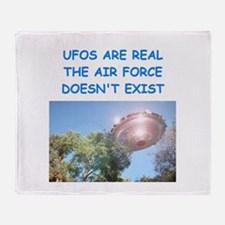 ufo joke Throw Blanket