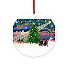 Xmas Magic & Min Pin pr Ornament (Round)