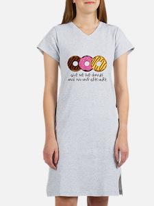 I love donuts! Women's Nightshirt