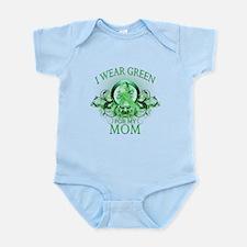 I Wear Green for my Mom (flor Infant Bodysuit