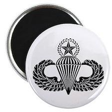 Master parachutist -- B-W Magnet
