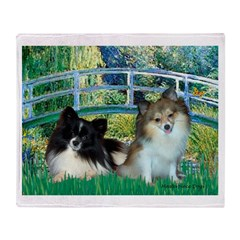 Bridge / 2 Pomeranians Throw Blanket