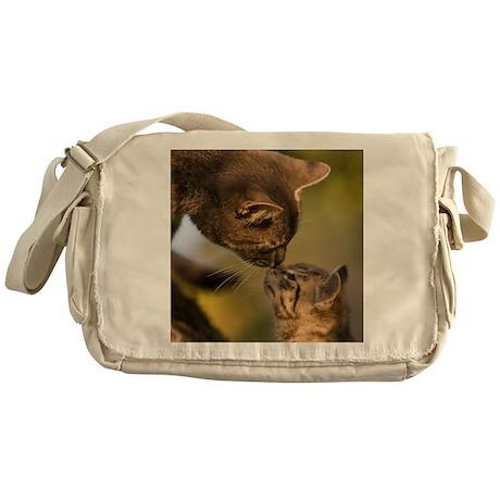 Kitten kiss Messenger Bag