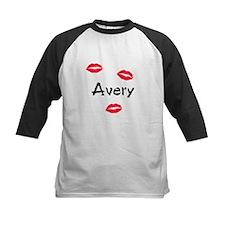 Avery kisses Tee