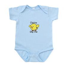 Unique Chicks dig me Infant Bodysuit