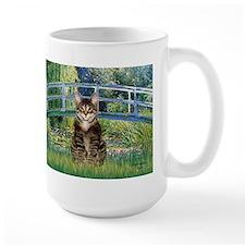 Bridge / Brown tabby cat Mug