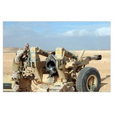US Marines prepare to fire a howitzer near Baghdad Poster