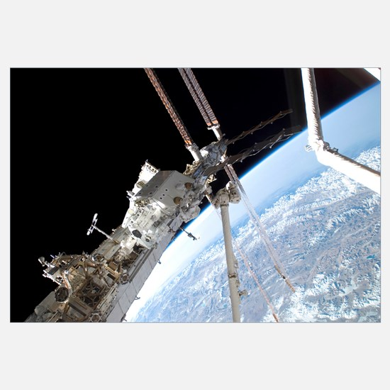 Astronauts assemble the stickfigureshaped Dextre