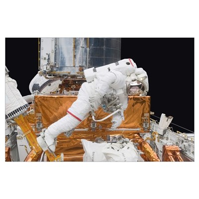 Astronaut working on the Hubble Space Telescope du Poster