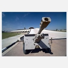 An Iraqi Howitzer sits at the entrance of the Monu