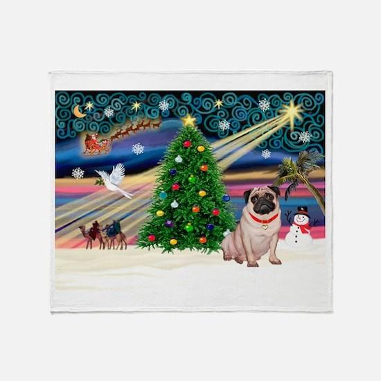 Xmas Magic/Pug (21F) Throw Blanket