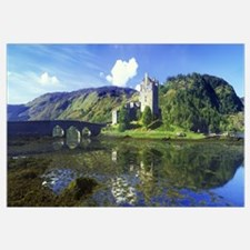 Reflection of a castle and a mountain in water, Ei
