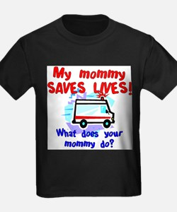 mommy saves lives ambulance T-Shirt