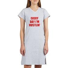 every day i'm hustlin' Women's Nightshirt